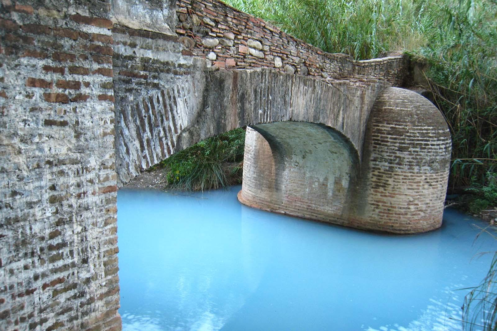Puente-acequia (Baños de la Hedionda, Casases)